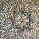 Steinmosaik im Eingangsbereich des Fermor Hauses