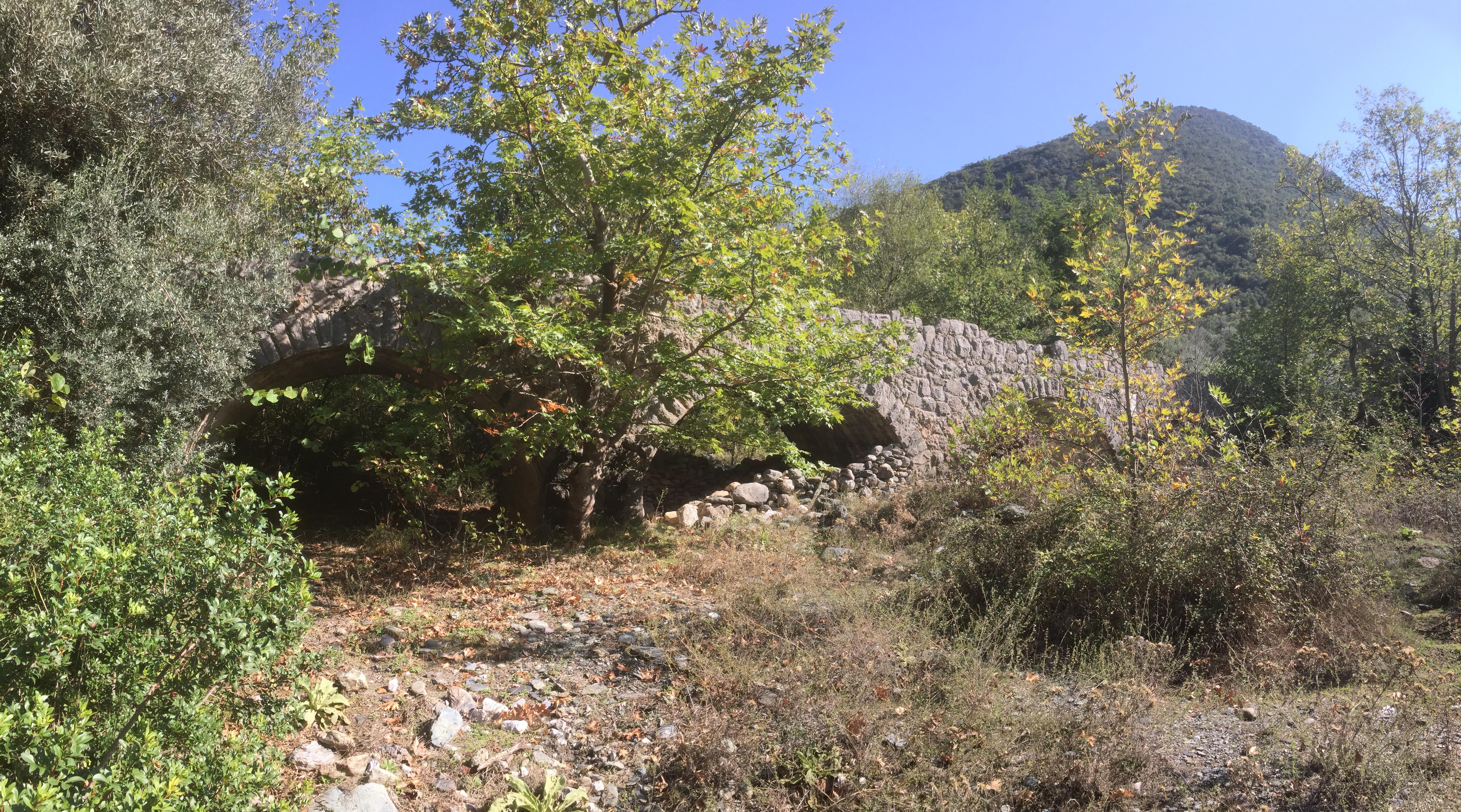 Brücke Ag. Polikarpos über den oberen Nedontas im Taygetosgebirge oberhalb von Kalamata