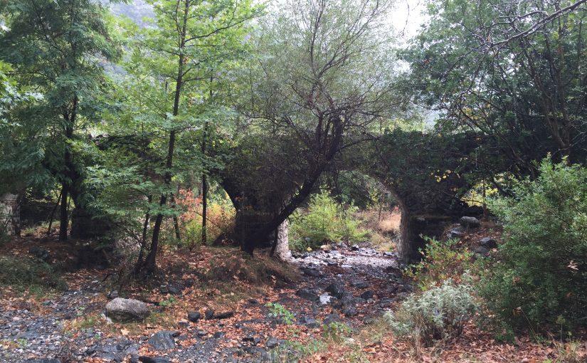 Brücke und Kirche Ag. Polykarpos
